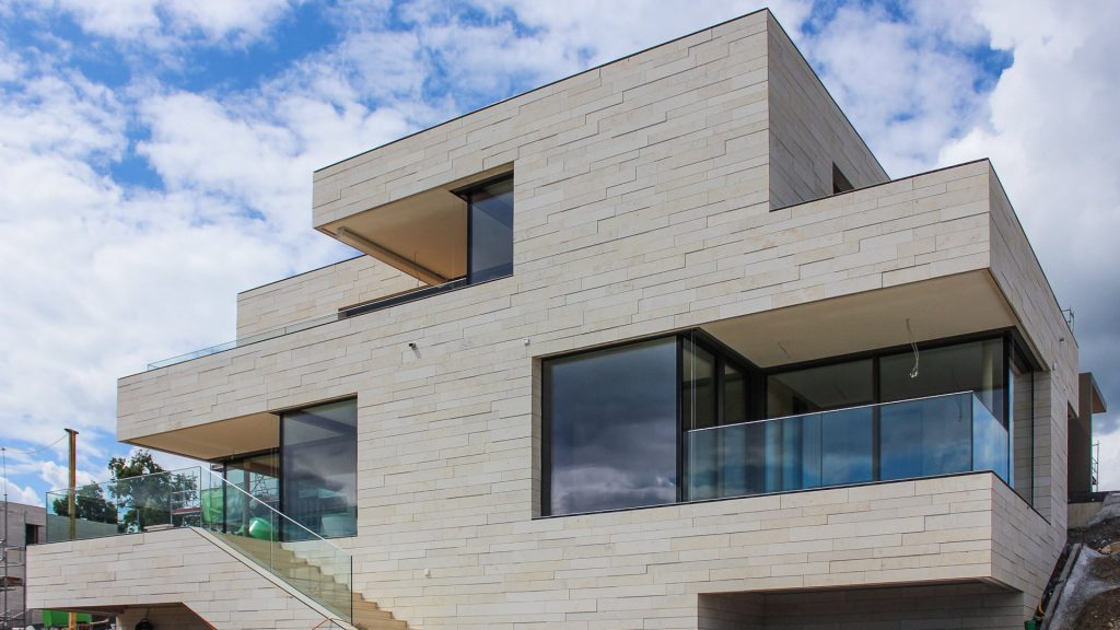 در اجرای نمای ساختمان سنگ مناسب تر است یا آجر ؟